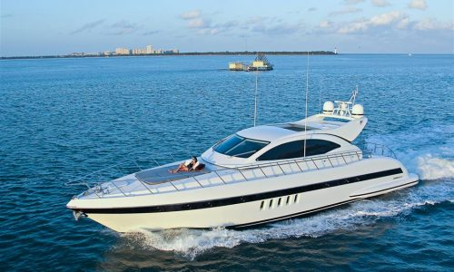 72-mangusta-yacht-rental-miami-beach-7